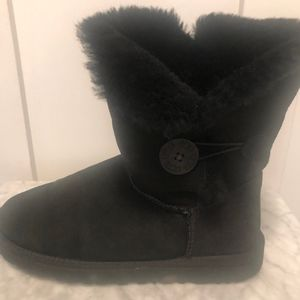 UGG short suede boots